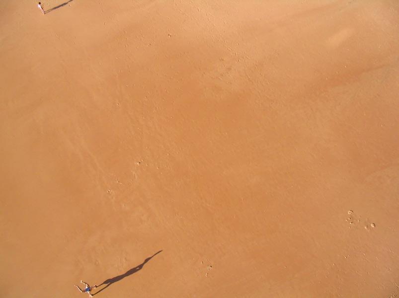 Biarritz - Acrobatie sur la plage © Michel Basset