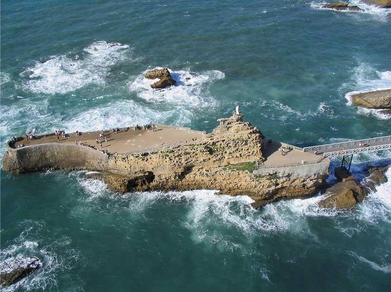 Biarritz - Le rocher de la Vierge © Michel Basset