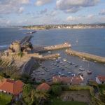 St Jean de Luz - Le fort et les digues de la baie
