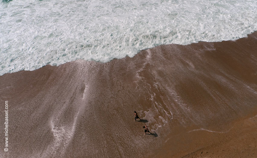 Anglet - Pieds dans l'eau © Michel Basset